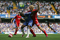 Photo: Lee Earle.<br /> Chelsea v Liverpool. The Barclays Premiership. 17/09/2006. Chelsea's Claude Makelele (L) battles with Dirk Kuyt.