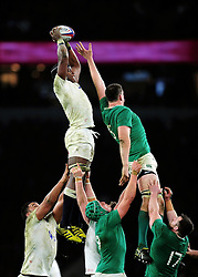 Maro Itoje of England wins the ball at a lineout - Mandatory byline: Patrick Khachfe/JMP - 07966 386802 - 27/02/2016 - RUGBY UNION - Twickenham Stadium - London, England - England v Ireland - RBS Six Nations.