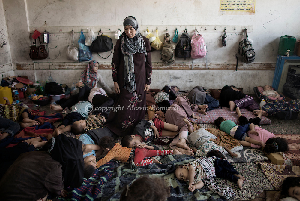 Gaza Strip, Jabalia: Displaced Palestinians from Beit Hanoun sleep inside the UNRWA school in Jabalia where they sought shelter. ALESSIO ROMENZI