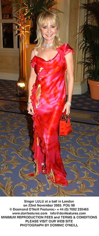 Singer LULU at a ball in London on 22nd November 2003.POU 98