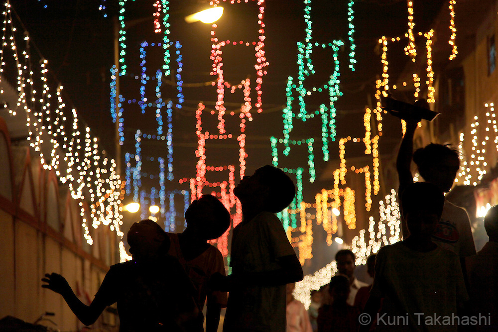 Diwali celebration in Dharavi, India's largest slum, in Mumbai on Oct. 17, 2009. <br /> Diwali, one of the most popular Hindu festivals, also known as the Festival of Lights, is dedicated to Lakshmi, the goddess of wealth. <br /> (Photo by Kuni Takahashi)