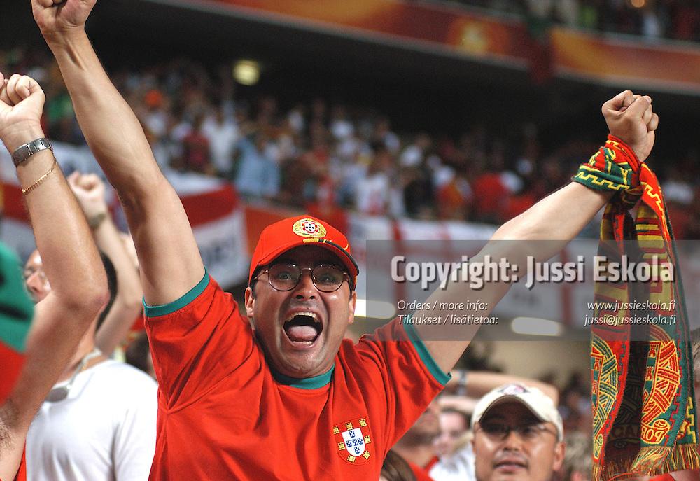 Portuguese fans 24.6.2004.&amp;#xA;Euro 2004.&amp;#xA;Photo: Jussi Eskola<br />