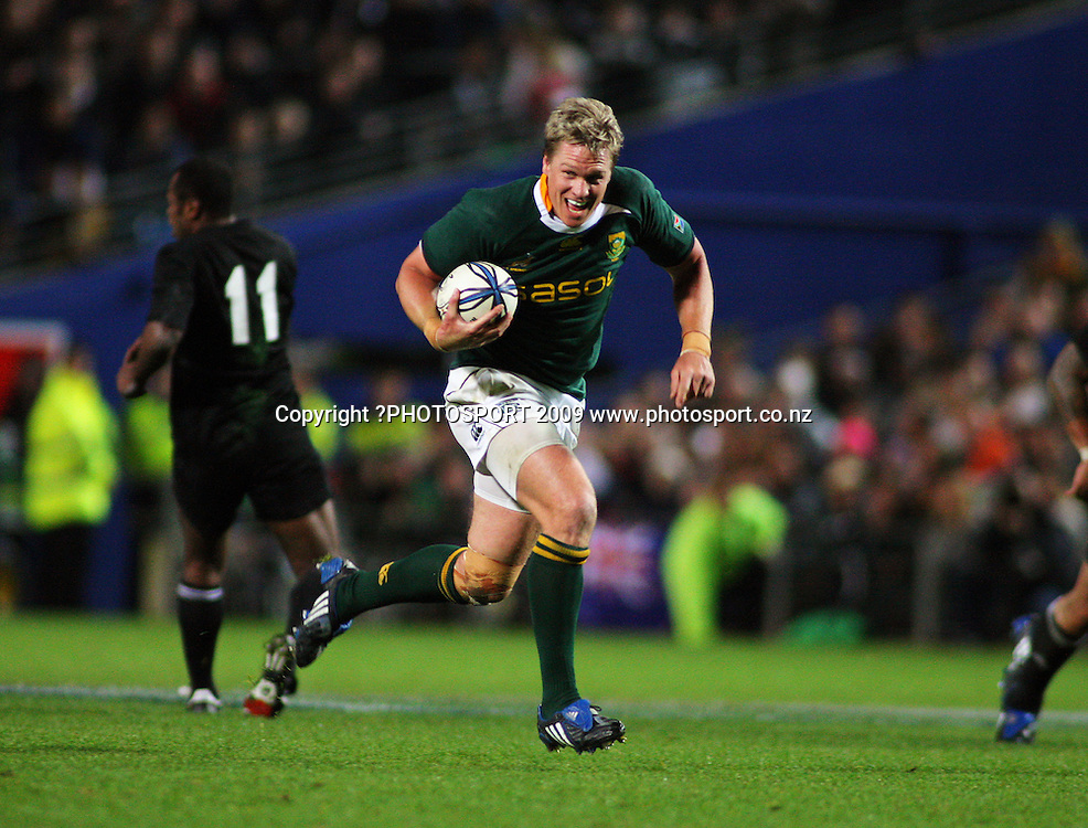 Springbok second five Jean De Villiers intercepts a pass and sprints for the posts.<br /> Investec Tri-Nations rugby match - All Blacks v Springboks at Waikato Stadium, Hamilton, New Zealand on Saturday 12 September 2009. Photo: Dave Lintott/PHOTOSPORT