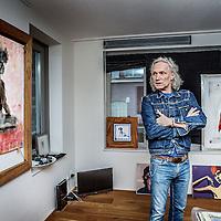 Nederland, Amsterdam, 4 januari 2017.<br />Joep K&ouml;nigs woont in het gloednieuwe Ramses Shaffy Huis, dat oude kunstenaars een woning biedt en een half jaar geleden werd geopend. &ldquo;Ik wil in de krant niet in detail treden over wat ik mankeer &ndash; daar ben ik te trots voor&rdquo;, legt K&ouml;nigs zijn verhuizing uit. &ldquo;Laten we eerlijk zijn: we worden allemaal ouder. De kunst is dan een vorm te vinden waarin we t&oacute;ch kunnen blijven wie we zijn: kunstenaars.&rdquo;<br /><br /><br />Foto: Jean-Pierre Jans