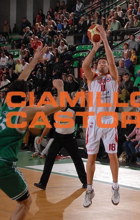DESCRIZIONE : Treviso Lega A1 2007-08 Benetton Treviso Lottomatica Virtus Roma<br /> GIOCATORE : Roberto Gabini<br /> SQUADRA : Lottomatica Virtus Roma<br /> EVENTO : Campionato Lega A1 2007-2008<br /> GARA : Benetton Treviso Lottomatica Virtus Roma<br /> DATA : 04/11/2007<br /> CATEGORIA : Tiro<br /> SPORT : Pallacanestro<br /> AUTORE : Agenzia Ciamillo-Castoria/M.Gregolin