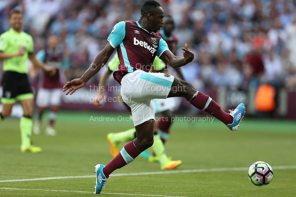 Michail Antonio of West Ham United takes a shot at goal. Premier league match, West Ham Utd v AFC Bournemouth at the London Stadium, Queen Elizabeth Olympic Park in London on Sunday 21st August 2016.<br /> pic by John Patrick Fletcher, Andrew Orchard sports photography.