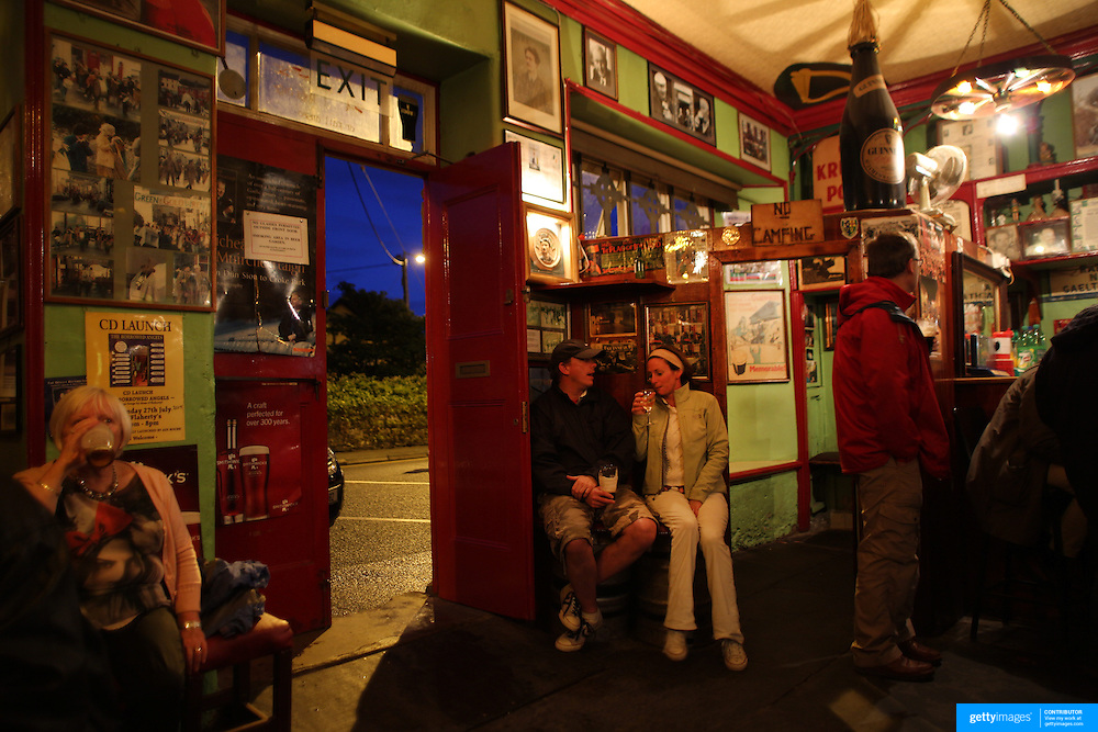 A pub scene in Dingle County Kerry. Dingle is the only town on the Dingle Peninsula. Principal industries in the town are tourism, fishing and agriculture. Dingle, County Kerry, Ireland. Photo Tim Clayton