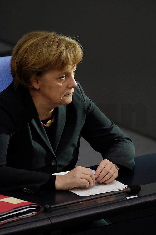 09 FEB 2006, BERLIN/GERMANY:<br /> Angela Merkel (R), CDU, Bundeskanzlerin, waehrend einer aktuelle Stunde zur Erhoehung des Renteneintrittsalters auf 67 Jahre, Plenum, Deutscher Bundestag<br /> IMAGE: 20060209-02-062