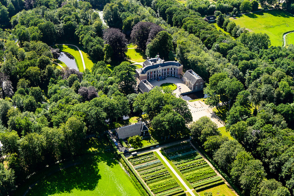 "Nederland, Utrecht, Baarn, 09-06-2016;<br /> Kasteel Groeneveld, kasteel en landgoed, in gebruik als ""Buitenplaats voor stad en land"" van Staatsbosbeheer. <br /> Castle Groeneveld, castle and estate. In use as ""country seat for town and country"".<br /> luchtfoto (toeslag op standard tarieven);<br /> aerial photo (additional fee required);<br /> copyright foto/photo Siebe Swart"