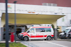 27.02.2020, Rudolfstiftung, Wien, AUT, Infizierung Coronavirus SARS-Cov-2, im Bild Rettungsauto vor dem Krankenhaus// infection coronavirus in Vienna, Austria on 2020/02/27, EXPA Pictures © 2020, PhotoCredit: EXPA/ Florian Schroetter