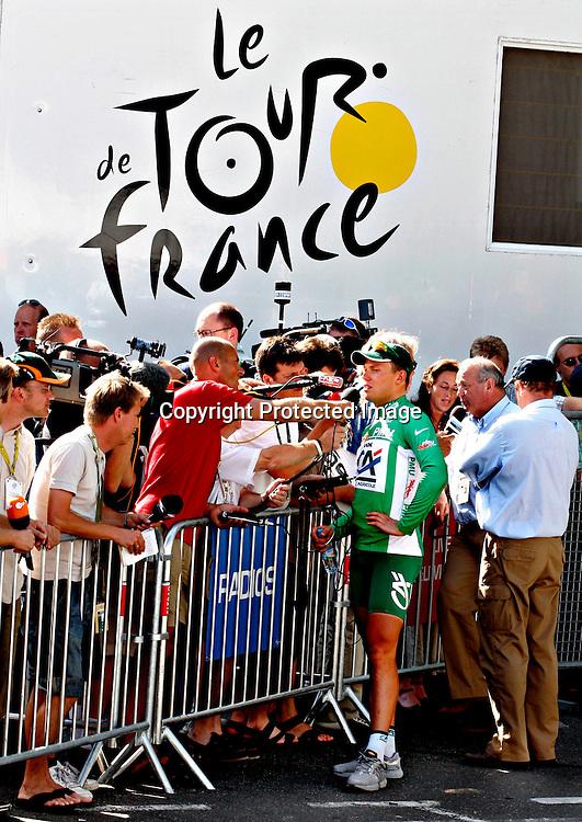Le Puy-En Velay, 20050722. Tour de France 2005. Thor Hushovd er en ettertraktet mann i Tour de France-sirkuset med den grønne poengtrøya på seg.. ..Foto: Daniel Sannum Lauten/ Dagbladet *** Local Caption *** Hushovd,Thor ..