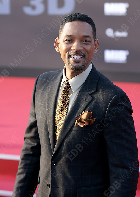 14.MAY.2012. BERLIN<br /> <br /> WILL SMITH ATTENDING THE MEN IN BLACK 3 PREMIERE AT THE 02 ARENA IN BERLIN<br /> <br /> BYLINE: EDBIMAGEARCHIVE.COM<br /> <br /> *THIS IMAGE IS STRICTLY FOR UK NEWSPAPERS AND MAGAZINES ONLY*<br /> *FOR WORLD WIDE SALES AND WEB USE PLEASE CONTACT EDBIMAGEARCHIVE - 0208 954 5968*