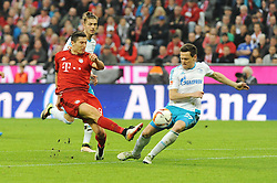 16.04.2016, Allianz Arena, Muenchen, GER, 1. FBL, FC Bayern Muenchen vs Schalke 04, 30. Runde, im Bild vl. Robert Lewandowski (FC Bayern Muenchen) und Sascha Riether ( FC Schalke 04 ) // during the German Bundesliga 30th round match between FC Bayern Munich and Schalke 04 at the Allianz Arena in Muenchen, Germany on 2016/04/16. EXPA Pictures © 2016, PhotoCredit: EXPA/ Eibner-Pressefoto/ Stuetzle<br /> <br /> *****ATTENTION - OUT of GER*****