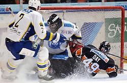 25.02.2010, Eisstadion Liebenau, Graz, AUT, EBEL, Graz 99ers vs KHL Zagreb, im Bild Richard Seeley (2, KHL Zagreb), Gasper Kroselj (32, KHL Zagreb), Greg Day (49, 99ers), EXPA Pictures © 2010, PhotoCredit: EXPA/ J. Hinterleitner / SPORTIDA PHOTO AGENCY.