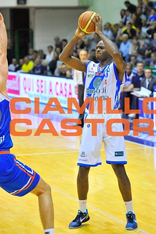 DESCRIZIONE : Campionato 2013/14 Quarti di Finale GARA 1 Dinamo Banco di Sardegna Sassari - Enel Brindisi<br /> GIOCATORE : Caleb Green<br /> CATEGORIA : Passaggio<br /> SQUADRA : Dinamo Banco di Sardegna Sassari<br /> EVENTO : LegaBasket Serie A Beko Playoff 2013/2014<br /> GARA : Dinamo Banco di Sardegna Sassari - Enel Brindisi<br /> DATA : 19/05/2014<br /> SPORT : Pallacanestro <br /> AUTORE : Agenzia Ciamillo-Castoria / Luigi Canu<br /> Galleria : LegaBasket Serie A Beko Playoff 2013/2014<br /> Fotonotizia : DESCRIZIONE : Campionato 2013/14 Quarti di Finale GARA 1 Dinamo Banco di Sardegna Sassari - Enel Brindisi<br /> Predefinita :