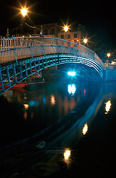 IRELAND DUBLIN JUL99 - The Halfpenny Bridge, Dublin's symbol, is reflected in the waters of the Liffey at night. The Liffey's axis, which runs from east to west, acts as a physical, social and at times psychological dividing line between Dublin's affluent south side and the impoverished north. ..jre/Photo by Jiri Rezac..© Jiri Rezac 1999..Contact: +44 (0) 7050 110 417.Mobile: +44 (0) 7801 337 683.Office: +44 (0) 20 8968 9635..Email: jiri@jirirezac.com.Web: www.jirirezac.com..© All images Jiri Rezac 1999 - All rights reserved.