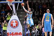 DESCRIZIONE : Campionato 2014/15 Dinamo Banco di Sardegna Sassari - Vanoli Cremona<br /> GIOCATORE : David Logan<br /> CATEGORIA : Tiro Penetrazione Sottomano Controcampo<br /> SQUADRA : Dinamo Banco di Sardegna Sassari<br /> EVENTO : LegaBasket Serie A Beko 2014/2015<br /> GARA : Dinamo Banco di Sardegna Sassari - Vanoli Cremona<br /> DATA : 10/01/2015<br /> SPORT : Pallacanestro <br /> AUTORE : Agenzia Ciamillo-Castoria / Luigi Canu<br /> Galleria : LegaBasket Serie A Beko 2014/2015<br /> Fotonotizia : Campionato 2014/15 Dinamo Banco di Sardegna Sassari - Vanoli Cremona<br /> Predefinita :