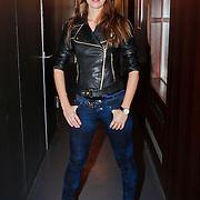 NLD/Breda/20110202 - 100% NL Showcase met The Voice of Holland artiesten, Kim de Boer