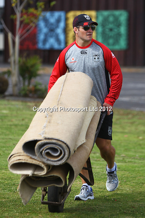 Nathan Friend, The beginning of the Vodafone Warriors Work Week, Warriors NRL league players help out out in the community with manual labour. East Tamaki Primary School, Auckland. 10 December 2012. Photo: William Booth/photosport.co.nz