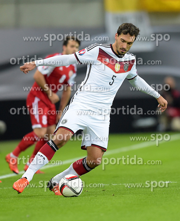 11.10.2015, Stadion Leipzig, Leipzig, GER, UEFA Euro Qualifikation, Deutschland vs Georgien, Gruppe D, im Bild Mats Hummels (GER #5) // during the UEFA EURO 2016 qualifier group D match between Germany and Georgia at the Stadion Leipzig in Leipzig, Germany on 2015/10/11. EXPA Pictures &copy; 2015, PhotoCredit: EXPA/ Eibner-Pressefoto/ Ostpix<br /> <br /> *****ATTENTION - OUT of GER*****