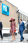 Koningin Maxima bij start Kansen Krijgen Kansen Pakken op het MBO Utrech.  Kansen Krijgen Kansen Pakken bestaat uit een documentaire drieluik (NTR),<br /> educatieve clips en landelijke activiteiten.<br /> <br /> Queen Maxima at start Opportunities Opportunities Suits Get the MBO Utrech. Opportunities Get opportunities Packs consist of a documentary trilogy (NTR)<br /> educational clips and rural activities.<br /> <br /> Op de foto/ On the photo:  Vertrek Koningin Maxima