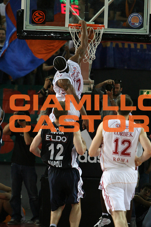 DESCRIZIONE : Roma Lega A1 2006-07 Playoff Quarti di Finale Gara 3 Lottomatica Virtus Roma Eldo Napoli<br /> GIOCATORE : David Hawkins<br /> SQUADRA : Lottomatica Virtus Roma<br /> EVENTO : Campionato Lega A1 2006-2007 Playoff Quarti di Finale Gara 3 <br /> GARA : Lottomatica Virtus Roma Eldo Napoli<br /> DATA : 22/05/2007 <br /> CATEGORIA : Schiacciata<br /> SPORT : Pallacanestro <br /> AUTORE : Agenzia Ciamillo-Castoria/E.Castoria