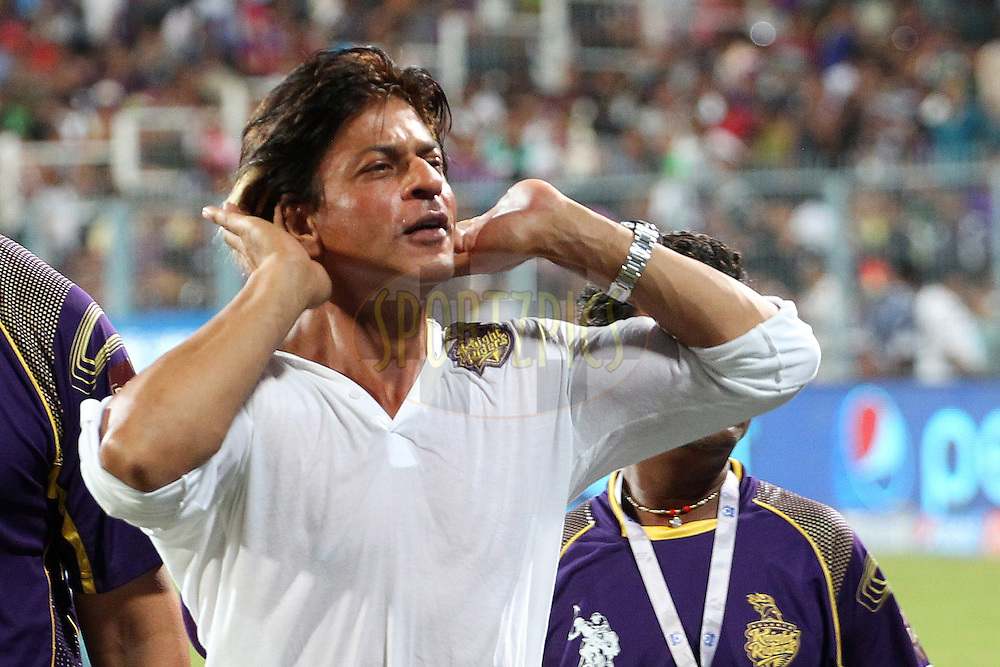 Shah Rukh Khan thanks the fans after the win during the first qualifier match (QF1) of the Pepsi Indian Premier League Season 2014 between the Kings XI Punjab and the Kolkata Knight Riders held at the Eden Gardens Cricket Stadium, Kolkata, India on the 28th May  2014<br /> <br /> Photo by Ron Gaunt / IPL / SPORTZPICS<br /> <br /> <br /> <br /> Image use subject to terms and conditions which can be found here:  http://sportzpics.photoshelter.com/gallery/Pepsi-IPL-Image-terms-and-conditions/G00004VW1IVJ.gB0/C0000TScjhBM6ikg