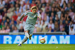 SUNDERLAND, ENGLAND - Saturday, August 16, 2008: Liverpool's Fernando Torres scores the match-winning goal late against Sunderland during the opening Premiership match of the season at the Stadium of Light. (Photo by David Rawcliffe/Propaganda)