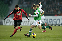 21.02.2010, Weser Stadion, Bremen, GER, 1.FBL, Werder Bremen vs Bayer Leverkusen, im Bild  Tranquillo Barnetta ( Leverkusen #07 ) und Torsten Frings ( Werder  #22 )  EXPA Pictures © 2010, PhotoCredit: EXPA/ nordphoto/ Kokenge / for Slovenia SPORTIDA PHOTO AGENCY.