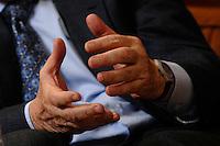 18 NOV 2006, BERLIN/GERMANY:<br /> Haende von George Soros, Investmentbanker, waehrend  einem Interview, Hotel Adlon<br /> IMAGE: 20061118-01-042<br /> KEYWORDS: Hände, Hand