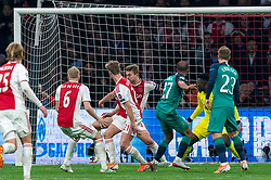 08-05-2019 NED: Semi Final Champions League AFC Ajax - Tottenham Hotspur, Amsterdam<br /> After a dramatic ending, Ajax has not been able to reach the final of the Champions League. In the final second Tottenham Hotspur scored 3-2 / Andre Onana #24 of Ajax saves, Lasse Schone #20 of Ajax, Frenkie de Jong #21 of Ajax, Matthijs de Ligt #4 of Ajax, Lucas #27 of Tottenham Hotspur scores in rebound 2-2
