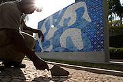Belo Horizonte_MG, Brasil...Limpeza do painel Peixes do artista Candido Portinari no Pampulha Iate Clube...The cleaning of the panel Peixes of Candido Portinari artist in the Pampulha Iate Clube...Foto: LEO DRUMOND / NITRO.