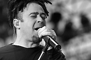 Lead singer Adam Duritz of the Counting Crows performs at the Basilica Block Party, July 9, 2004 in Minneapolis, MN. (Charles Hall/challphotos.com)