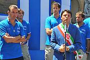DESCRIZIONE : Firenze Raduno Collegiale Nazionale Italiana Maschile Premiazione Consegna Chiavi Citt&agrave; Firenze<br /> GIOCATORE : Pianigiani Renzi <br /> SQUADRA : Nazionale Italia Uomini <br /> EVENTO : Raduno Collegiale Nazionale Italiana Maschile <br /> GARA : Allenamento<br /> DATA : 15/07/2010 <br /> CATEGORIA : Premiazione<br /> SPORT : Pallacanestro <br /> AUTORE : Agenzia Ciamillo-Castoria/M.Gregolin<br /> Galleria : Fip Nazionali 2010 <br /> Fotonotizia : Firenze Raduno Collegiale Nazionale Italiana Maschile Premiazione Consegna Chiavi Citt&agrave; Firenze<br /> Predefinita :