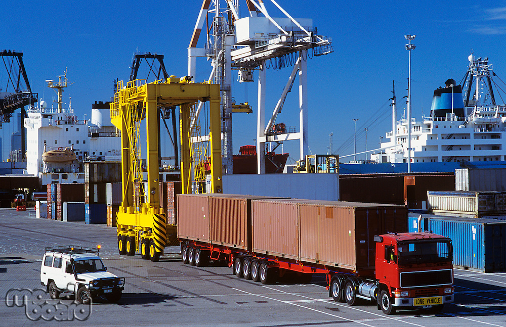 Machines in cargo container port
