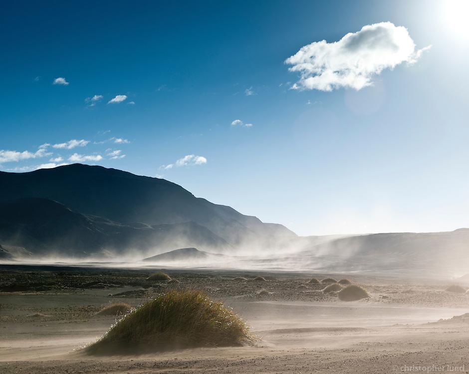 Sandfok á Rótarsandi. Sandstorm in Rótarsandur.
