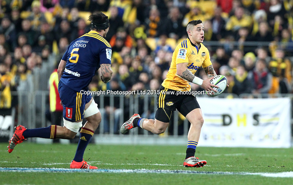 Hurricanes' TJ Perenara runs the ball during the Super Rugby Final, Hurricanes v Highlanders. Westpac Stadium, Wellington, New Zealand. 4 July 2015. Copyright Photo.: Grant Down / www.photosport.nz