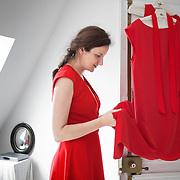 """Nadia Turincev créatrice de la maison de production """"Rouge International"""". Séance d'essayage des robes de la créatrice Delphine Josse, pour la montée des marches du Festival de Cannes le 2 mai 2012."""