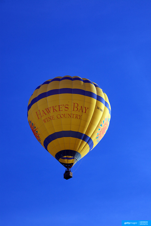 Ballooning over the Hawkes Bay region of the North Island of New Zealand. The flights provide pristine views and spectacular scenery of the surrounding wine region and mountain background at dawn. Early Morning Balloons operates out of Hastings and is run by owners Andrew and Sally Livingston, Rosser Road, Hastings. Hawkes Bay. New Zealand. 12th January 2010 Photo Tim Clayton..