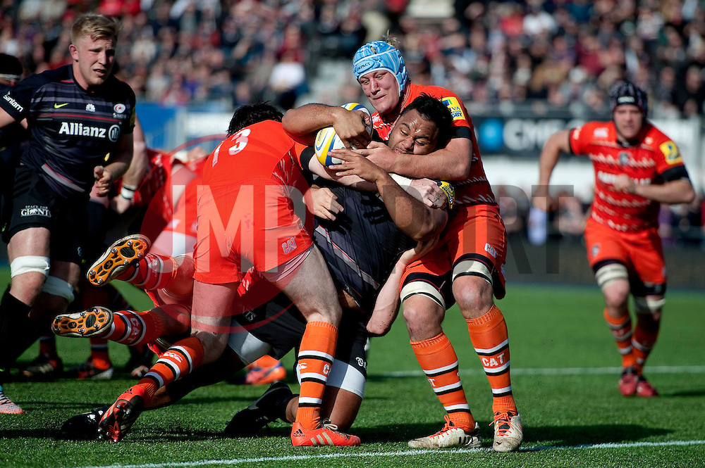Billy Vunipola of Saracens takes on the Leicester Tigers defence - Photo mandatory by-line: Patrick Khachfe/JMP - Mobile: 07966 386802 11/04/2015 - SPORT - RUGBY UNION - London - Allianz Park - Saracens v Leicester Tigers - Aviva Premiership