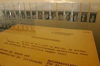 """15 JAN 2002, BERLIN/GERMANY:<br /> Originaldokument """"Besprechungsprotokoll (... zur ... ) Besprechung ueber die Endloesung der Judenfrage"""" unter einer Glasplatte in der sich die an der Wand haengenden Portrautbilder der Teilnehmer der Wannssee-Konfrerenz spiegeln, Konferenzraum der Wannsee-Konferenz, Gedenk- und Bildungsstaette Haus der Wannsee-Konferenz, Am Grossen Wannsee 56-58, 14109 Berlin<br /> IMAGE: 20020115-01-028<br /> KEYWORDS: Konferenzsaal, Saal"""