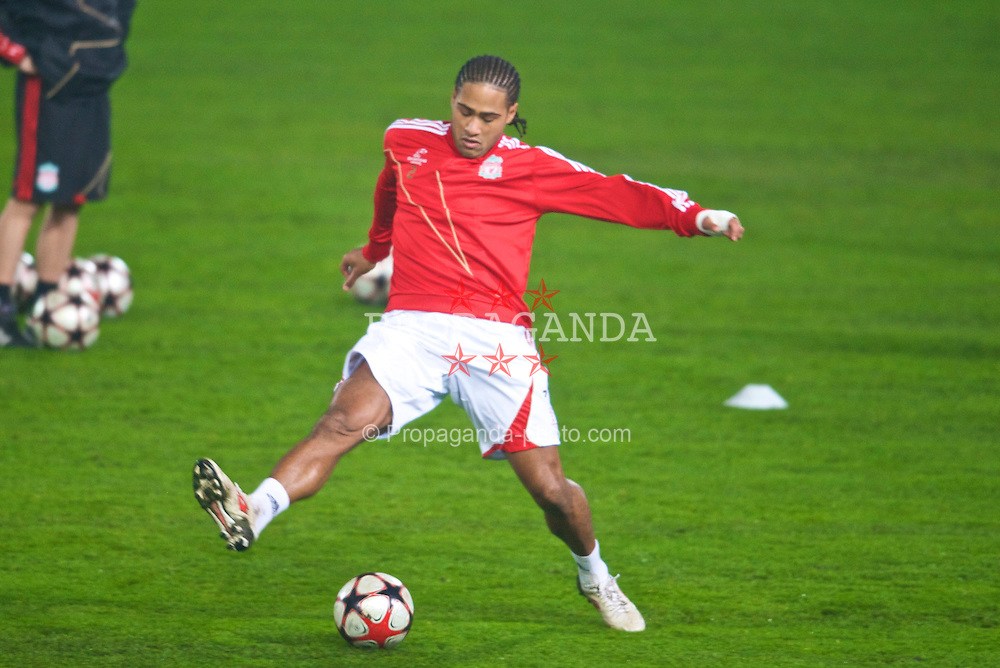 BUDAPEST, HUNGARY - Monday, November 23, 2009: Liverpool's Glen Johnson stretches for the ball, after having controvertial placenta treatment on his calf at a Belgrade clinic, during a training session at the Ferenc Puskas Stadium ahead of the UEFA Champions League Group E match against Debreceni VSC. (Pic by David Rawcliffe/Propaganda)