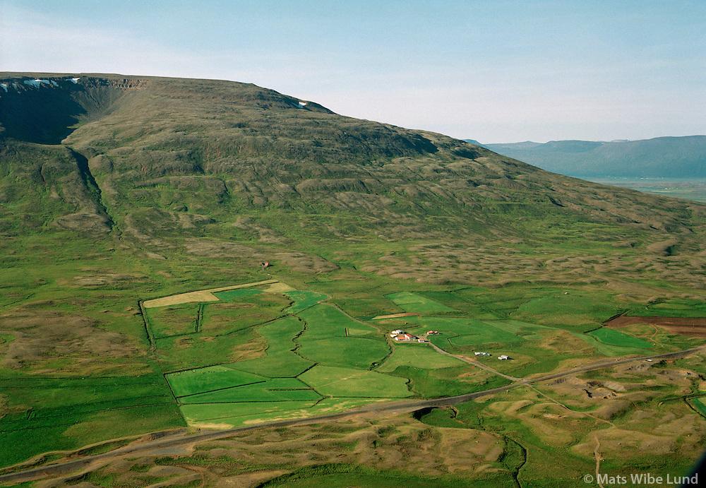 Garðakot séð til vesturs. Hringver eyðibýli ofar í hlíðinni t.h. Hólahreppur   /   Gardakot viewing west. Hringver former farmsite higher up and to the right. Holahreppur.  -  New name of the county since June 1998:  Sveitarfélagið Skagafjörður  /  Sveitarfelagid Skagafjordur.