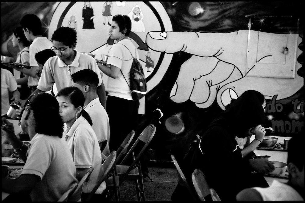 DAILY VENEZUELA / VENEZUELA COTIDIANA.Caracas, Venezuela 2004.(Copyright © Aaron Sosa)