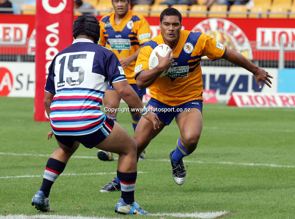 Seni Pate of Mt Albert in action during the Barter Card Cup Rugby League game between Mt Albert and Otahuhu/Ellerslie at Ericsson Stadium, Auckland on Sunday 1 May, 2005. Photo: Andrew Cornaga/PHOTOSPORT<br /><br /><br />122514