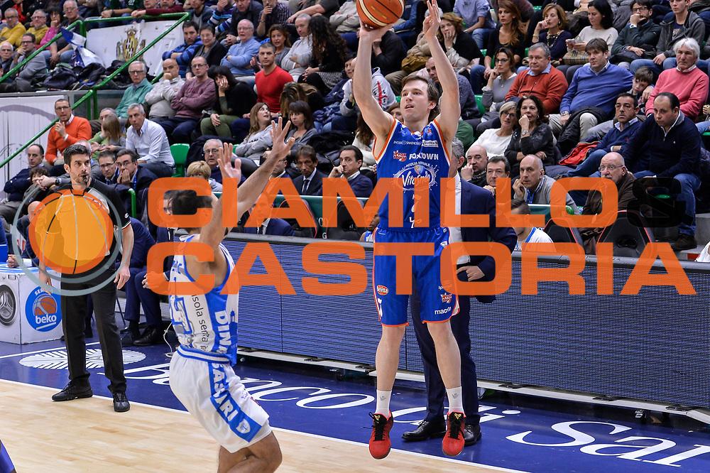DESCRIZIONE : Beko Legabasket Serie A 2015- 2016 Dinamo Banco di Sardegna Sassari - Acqua Vitasnella Cantu'<br /> GIOCATORE : Brad Heslip<br /> CATEGORIA : Tiro Tre Punti Three Point<br /> SQUADRA : Acqua Vitasnella Cantu'<br /> EVENTO : Beko Legabasket Serie A 2015-2016<br /> GARA : Dinamo Banco di Sardegna Sassari - Acqua Vitasnella Cantu'<br /> DATA : 24/01/2016<br /> SPORT : Pallacanestro <br /> AUTORE : Agenzia Ciamillo-Castoria/L.Canu