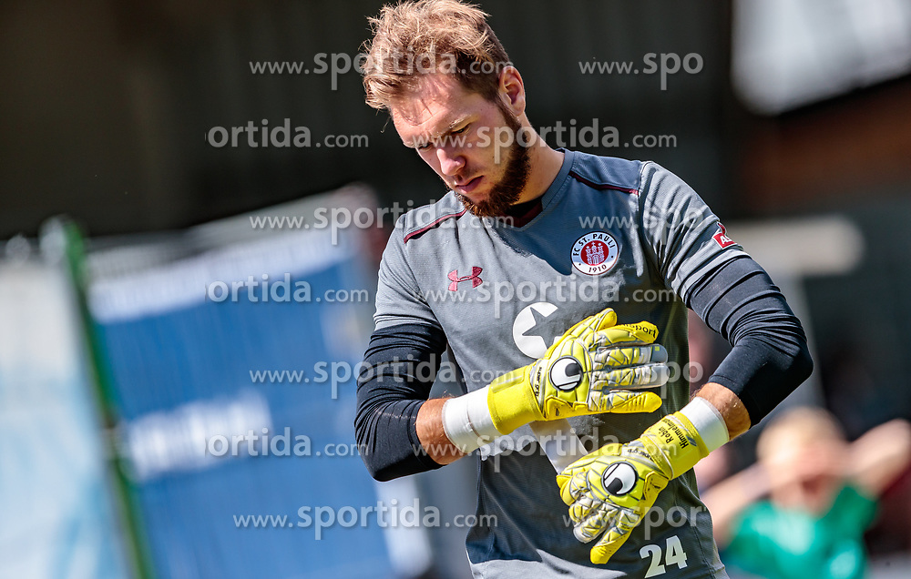 16.07.2017, Sportplatz Buergerau, Saalfelden, AUT, Testspiel, FC St. Pauli vs FC Wil 1900, im Bild Robin Himmelmann (FC St. Pauli) // during the Friendly Football Match between FC St. Pauli and FC Wil 1900 at the Stadion Buergerau, Saalfelden, Austria on 2017/07/16. EXPA Pictures © 2017, PhotoCredit: EXPA/ JFK