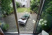 Nederland, Nijmegen, 30-7-2013Slapen in de eigen achtertuin.Foto: Flip Franssen/Hollandse Hoogte