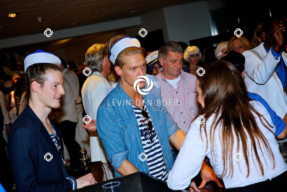 AMSTERDAM - Na het grote Toppers concert mochten de VIPS over de rode loper naar het VIP feest. Ferry Doedens is boos op de organisatie want hij werd beschuldigd van het nemen van drugs. FOTO LEVIN DEN BOER - PERSFOTO.NU