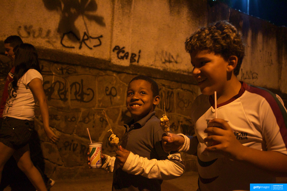 Young Fluminense fans make their way home after the Fluminense V Atletico MG, Futebol Brasileirao  League match at Estadio Olímpico Joao Havelange, Rio de Janeiro. Fluminense won the match 5-1. Rio de Janeiro,  Brazil. 23rd September 2010. Photo Tim Clayton